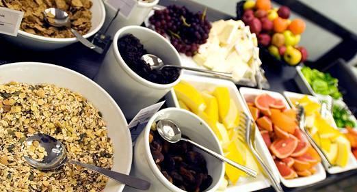 Kvinnofrukost – Från svart gummibåt till blått tält